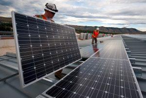 Sedumdak met zonnepanelen aanleggen